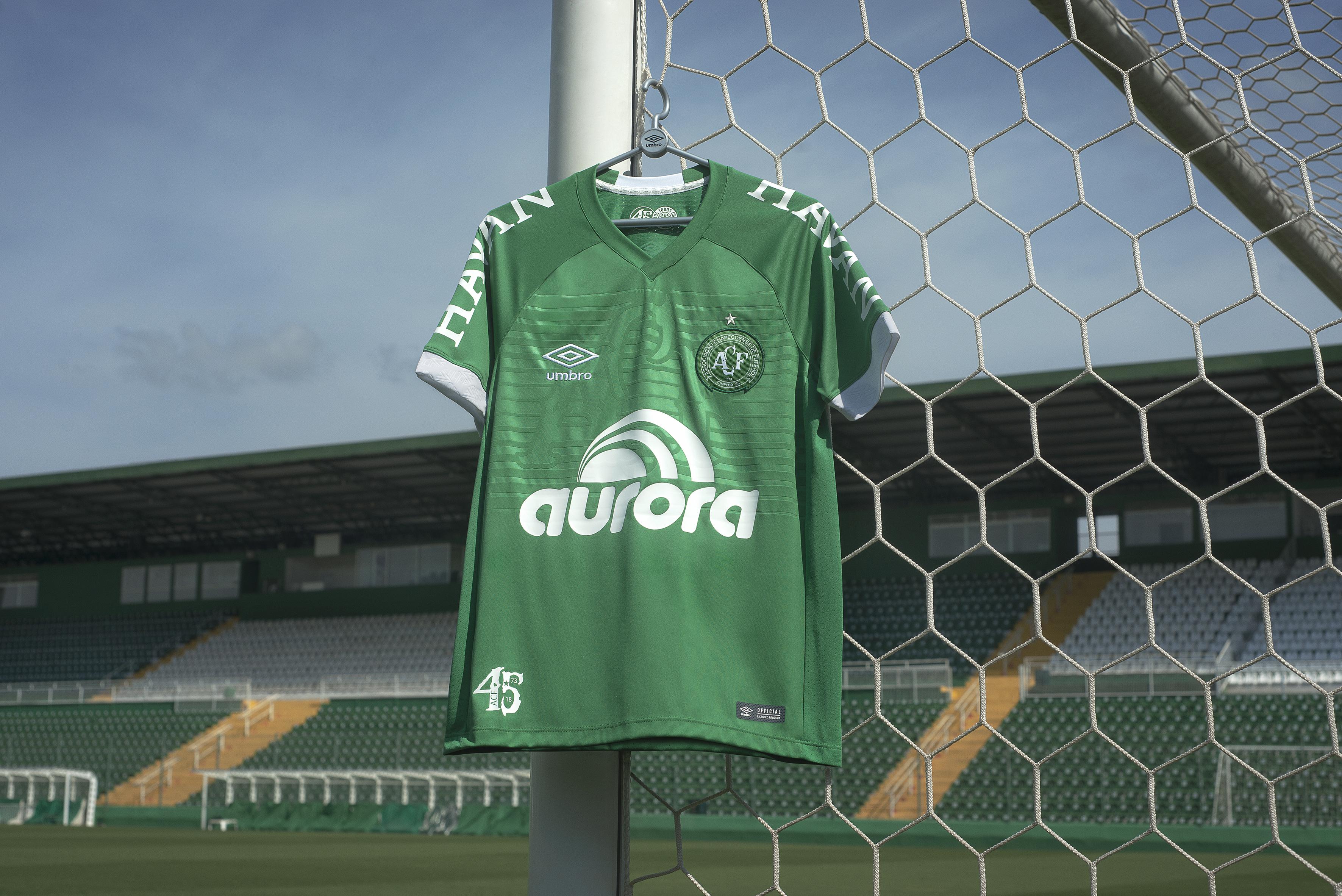 7a890e412821f Nova camisa 1 da Chapecoense homenageia 45 anos do clube