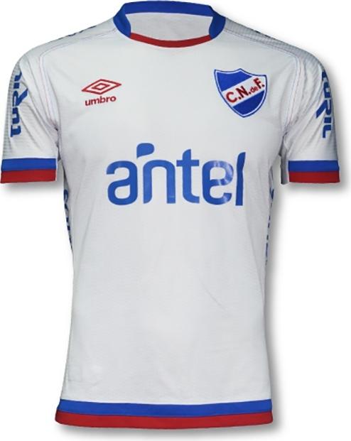 668e3aa3d7 Peñarol vai usar camisa com uma manga longa e uma curta  veja o ...