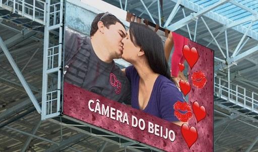 A câmera do beijo em Natal: cópia de mais uma bobagem dos ginásios e estádios americanos