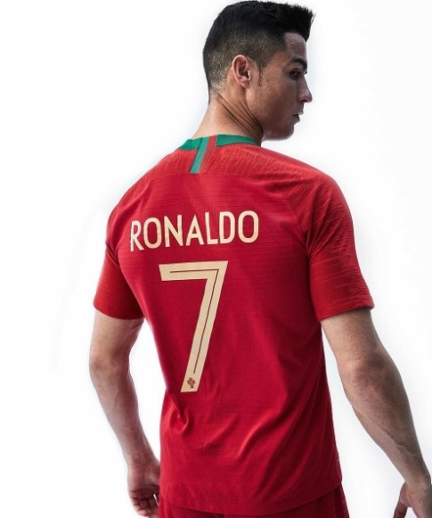 Portugal apresenta novas camisas 1 e 2 para a Copa do Mundo com ... 4aa5a680b32e7
