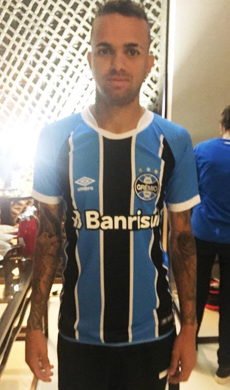 Grêmio mostra como será a camisa do Mundial de Clubes  veja as ... a3c7a84e581b4