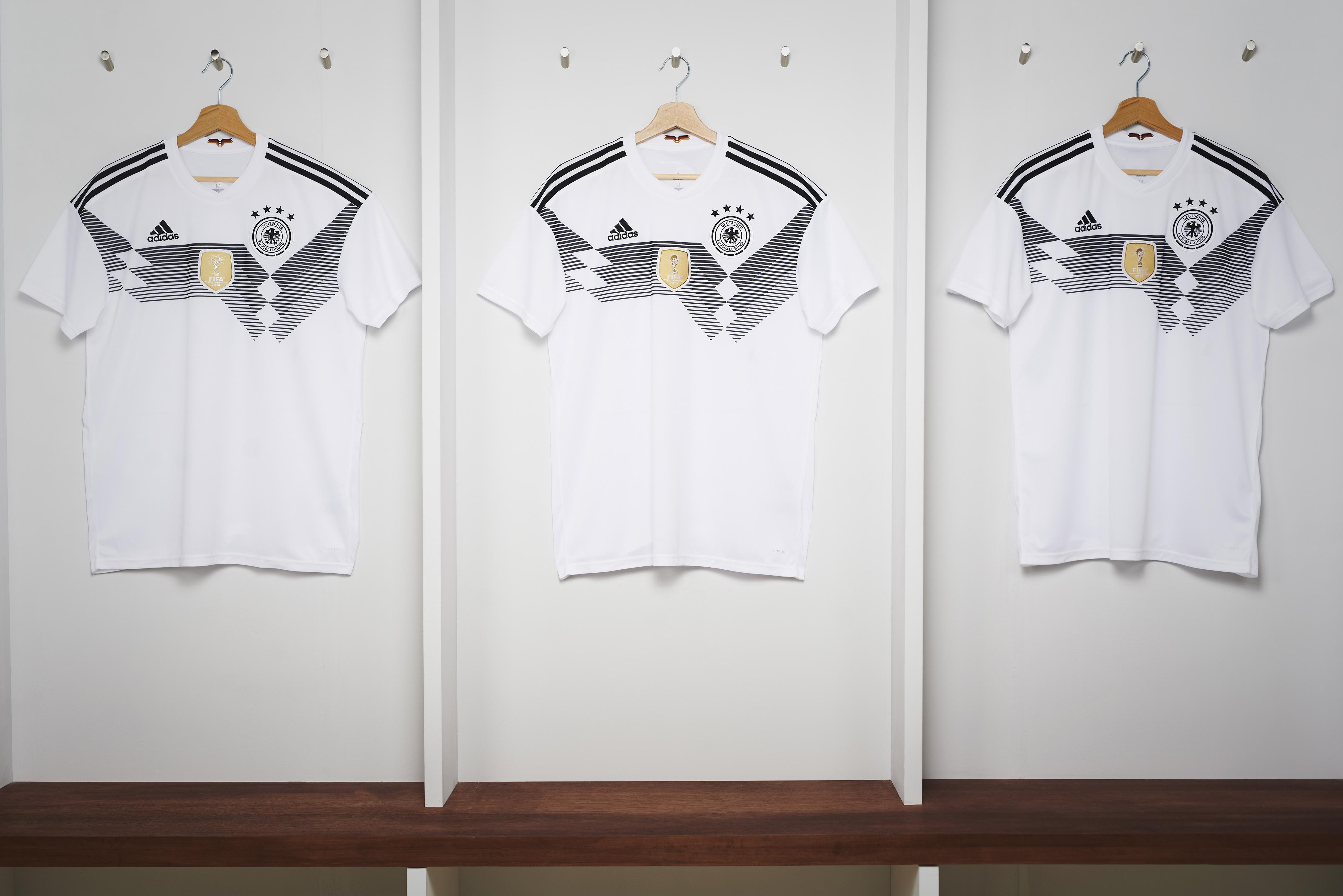 e7dc7ca61a797 Cruzeiro lança linda camisa 2 e torcedores vão à loucura   Obra de ...