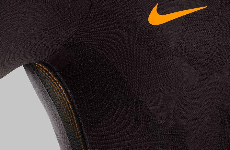 f6380fe4a9 Roma inova e apresenta camisa 3 marrom para a temporada