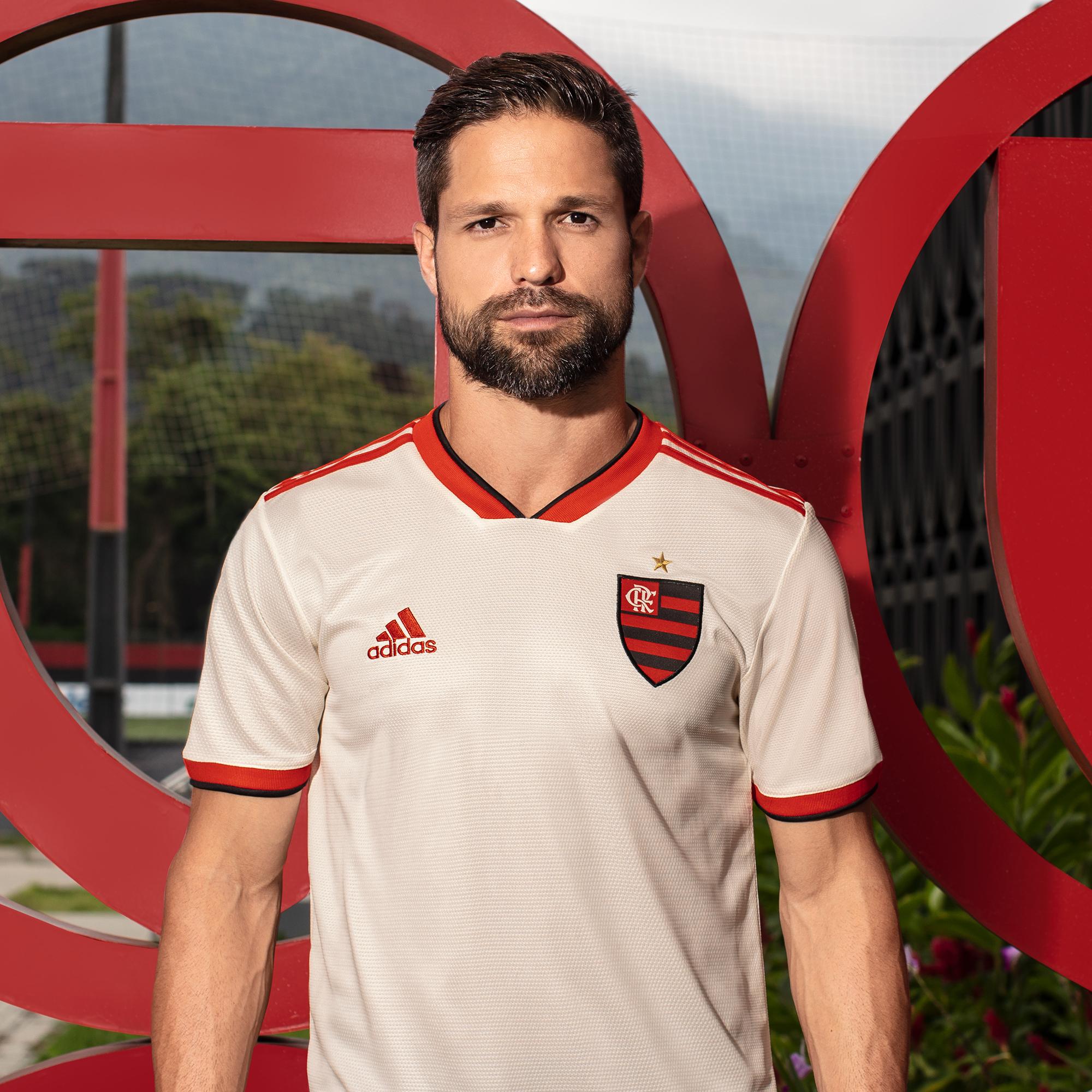 A nova camisa do Flamengo estará à venda a partir desta sexta pelo site www. adidas.com.br flamengo f07fc79deec32