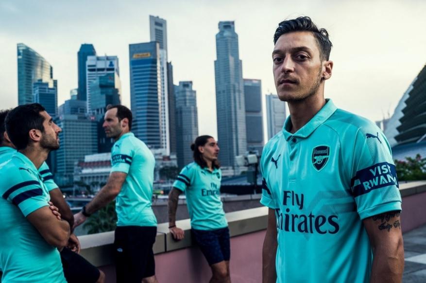 57bc573d52 Arsenal apresenta nova camisa 3 verde água