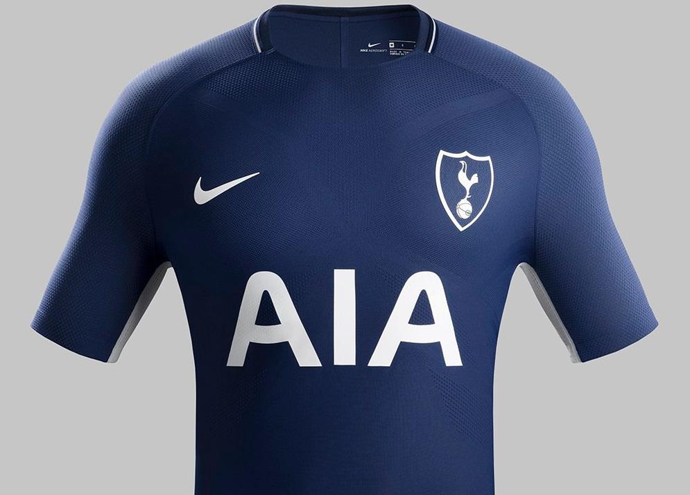 0ddf7ef79b As camisas já estão à venda na loja do Tottenham por 60 libras (R  261