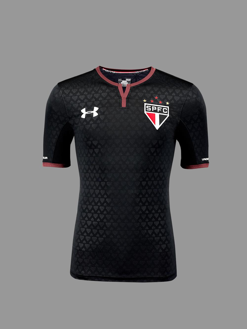 fe2e1e5132 A venda da camisa já está aberta no underarmour.com.br com entregas para  todo o Brasil. A peça também estará à venda nas lojas da marca a partir  desta ...
