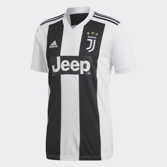 A nova maglia já está à venda na loja oficial da Juventus. 3552c61ba00d2