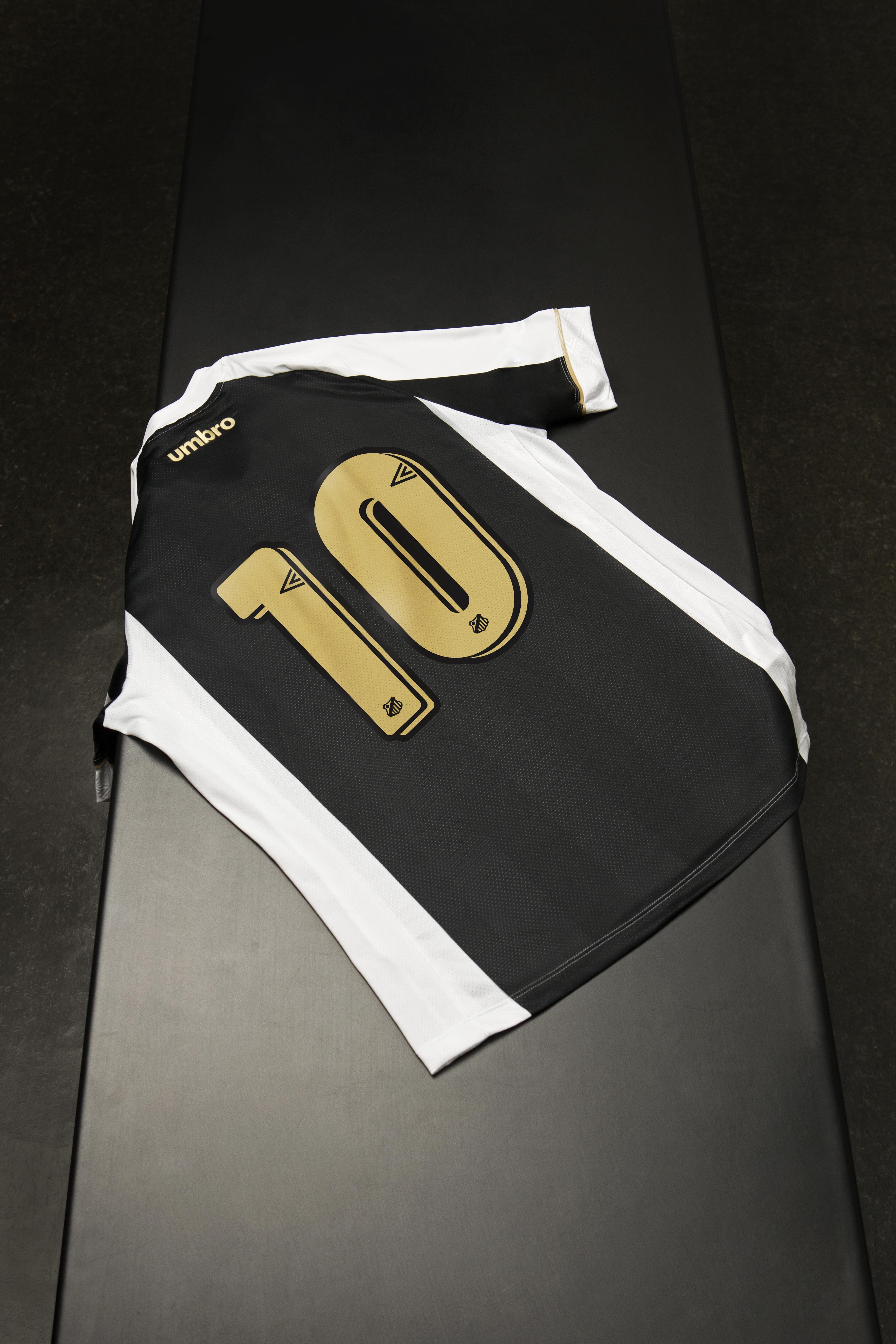 Os uniformes já estão à venda nas lojas 05d1f7fc46684