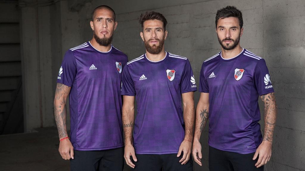 O River Plate apresentou nesta quinta-feira sua nova camisa 2. 9c4b854486f43