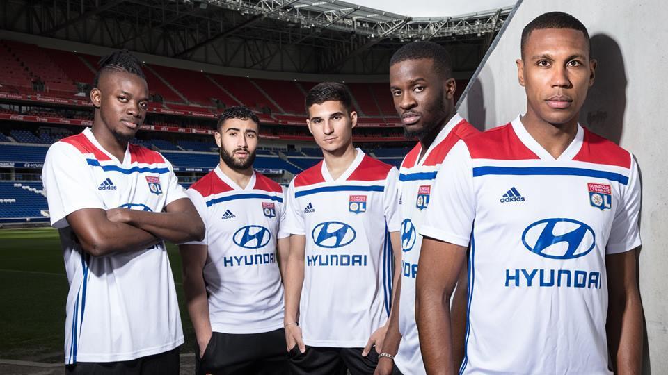 O Lyon apresentou nesta sexta-feira suas novas camisas 1 e 2 para 2018 19. A  nova camisa 1 segue o template da fornecedora Adidas para seus clubes. 91f97f85cfde7
