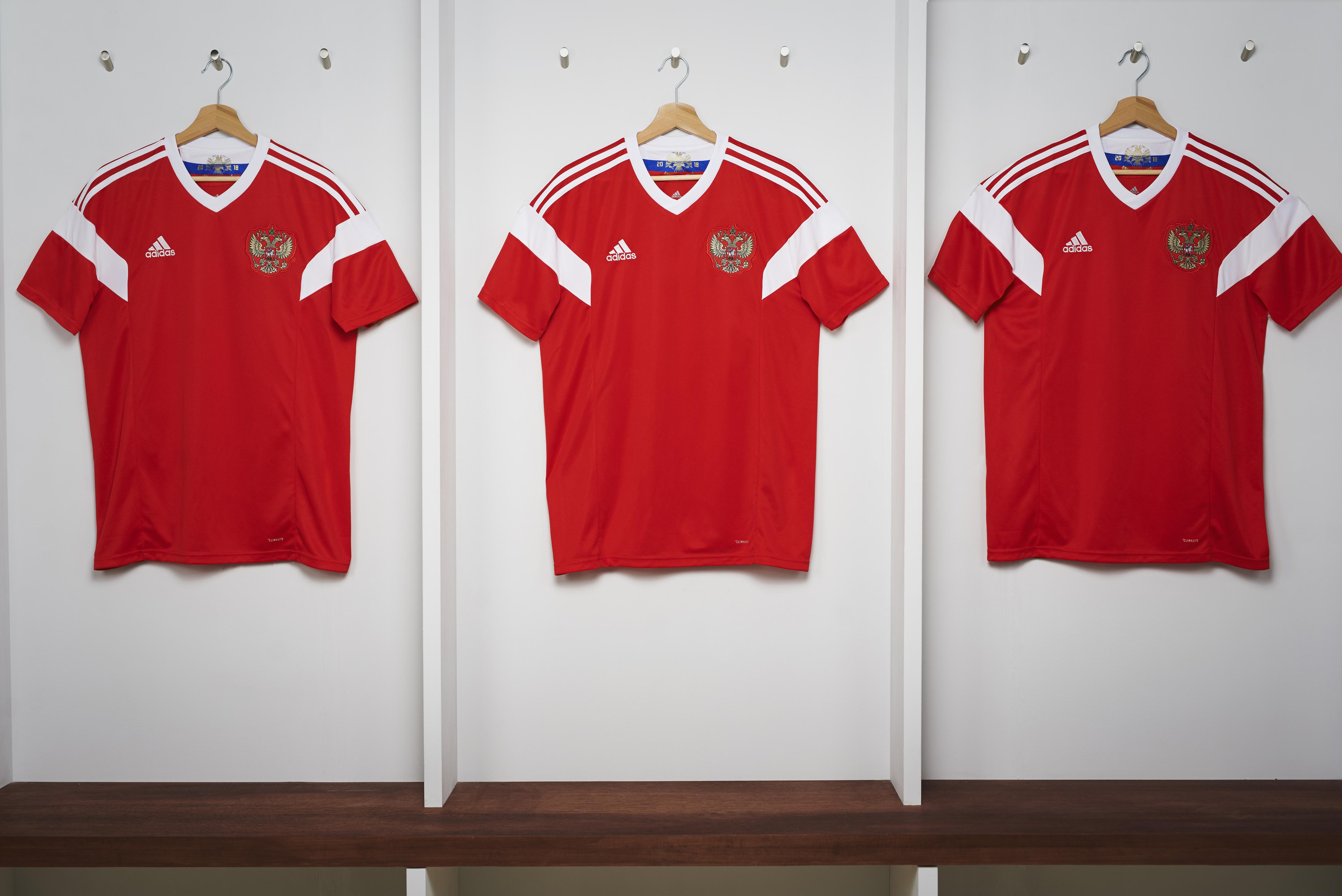 Cruzeiro lança linda camisa 2 e torcedores vão à loucura   Obra de ... 320ba72cb07bb