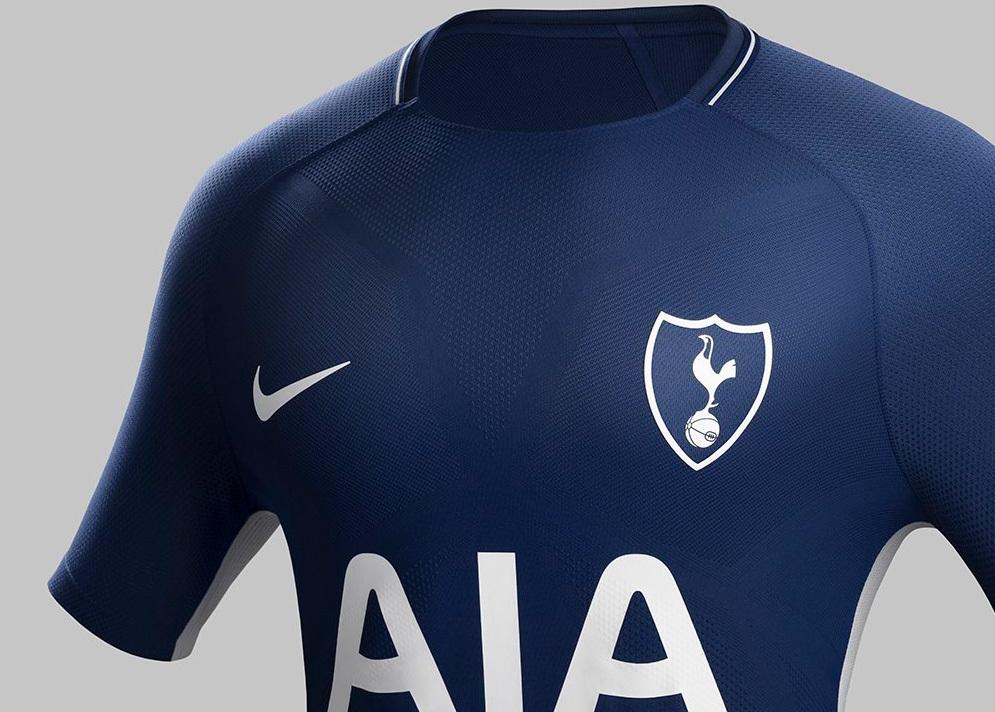 fb0d4c17b0 As camisas já estão à venda na loja do Tottenham por 60 libras (R  261