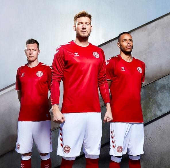 d20ebd708214f A Dinamarca lançou nesta terça suas novas camisas para a Copa do Mundo.