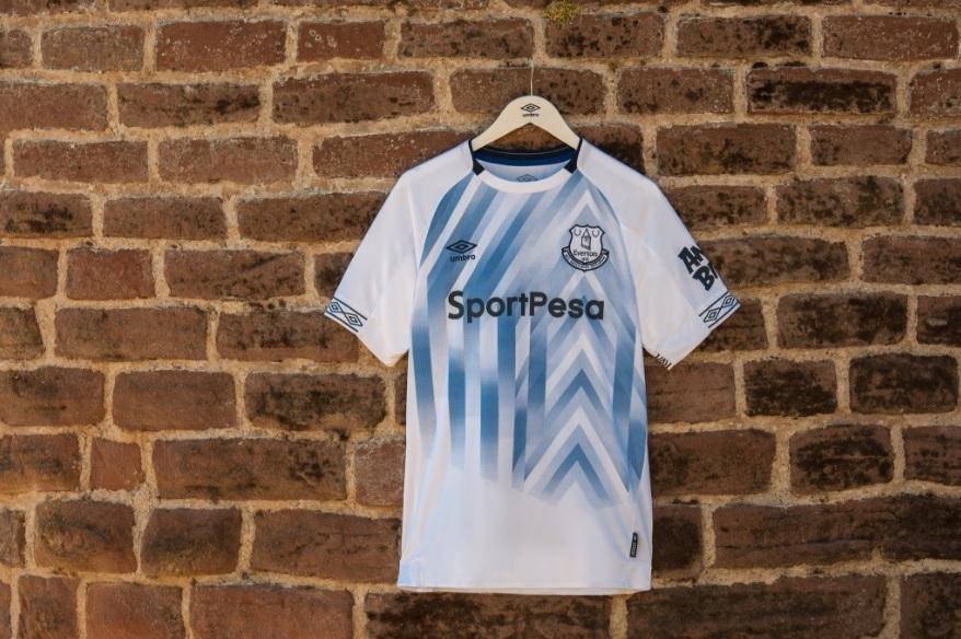 cbe6efadf2 Everton apresenta nova camisa 3 com Richarlison como modelo