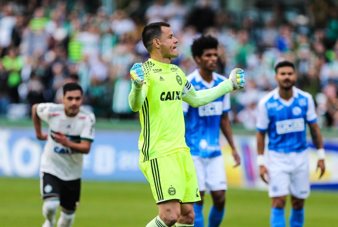 70ffe9e36ebc5 Bar de Curitiba dará 50 chopes de graça se goleiro do Coritiba fizer um gol  em jogo da Série B