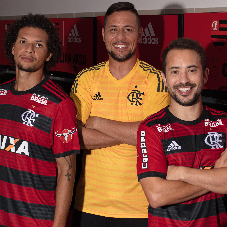 7bfe363142 O Flamengo e a Adidas apresentaram na última quinta-feira a nova camisa de  goleiro para a temporada 2018. O uniforme chega na cor amarela