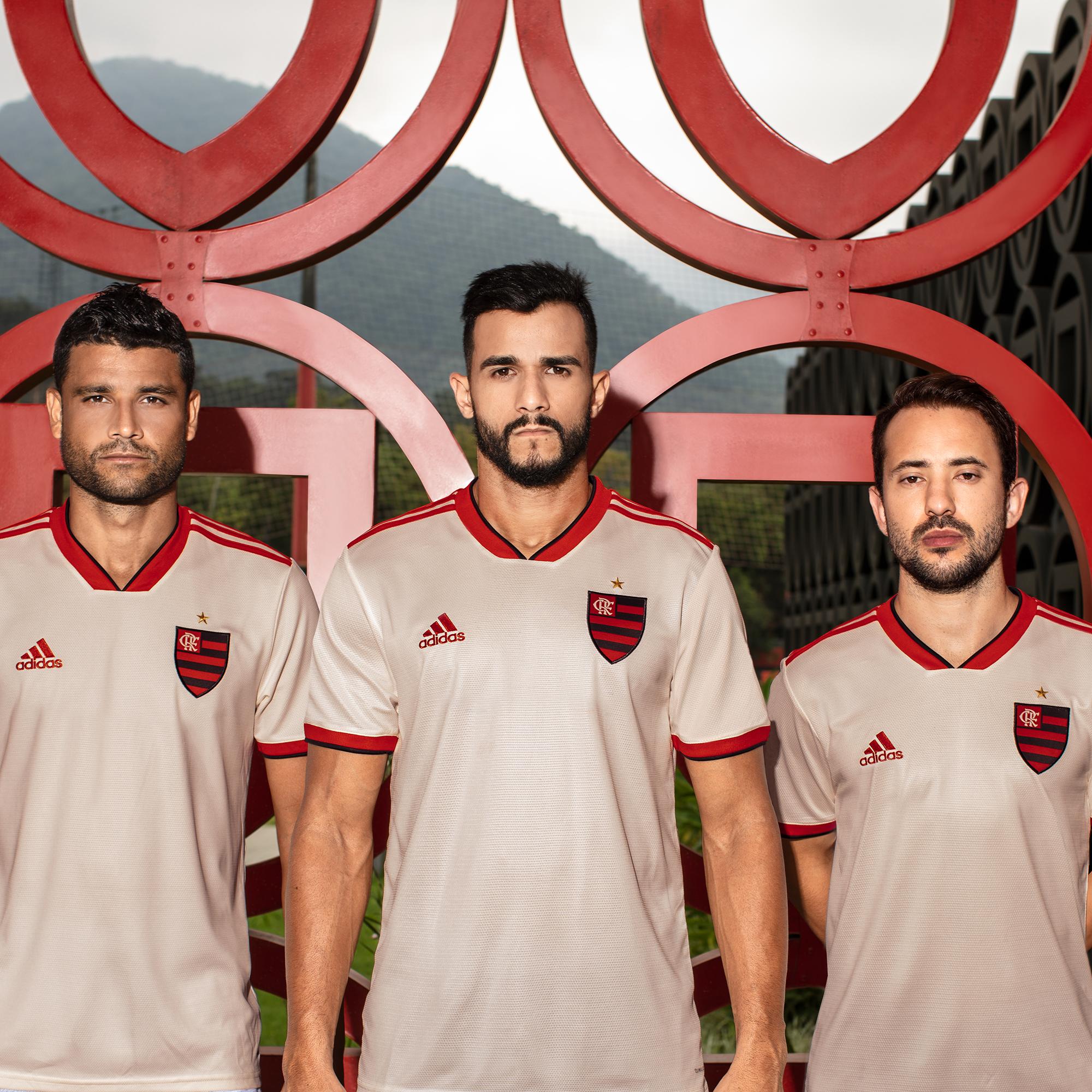 O Flamengo e a Adidas apresentaram nesta sexta a nova camisa 2 para 2018. O  uniforme vem numa versão mais clean 683030fa34cce
