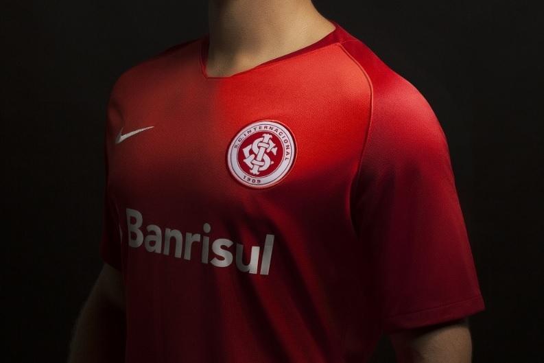 O Internacional apresentou nesta sexta-feira sua nova camisa 1 para 2018. f961c1ac67345