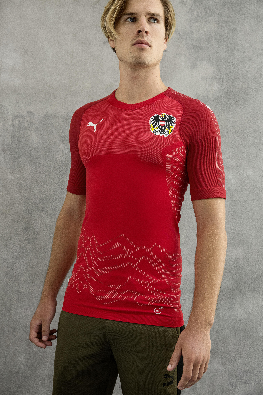 Puma lança  pacotão  de camisas de 7 seleções  veja todas  0b2ec4c3e5209