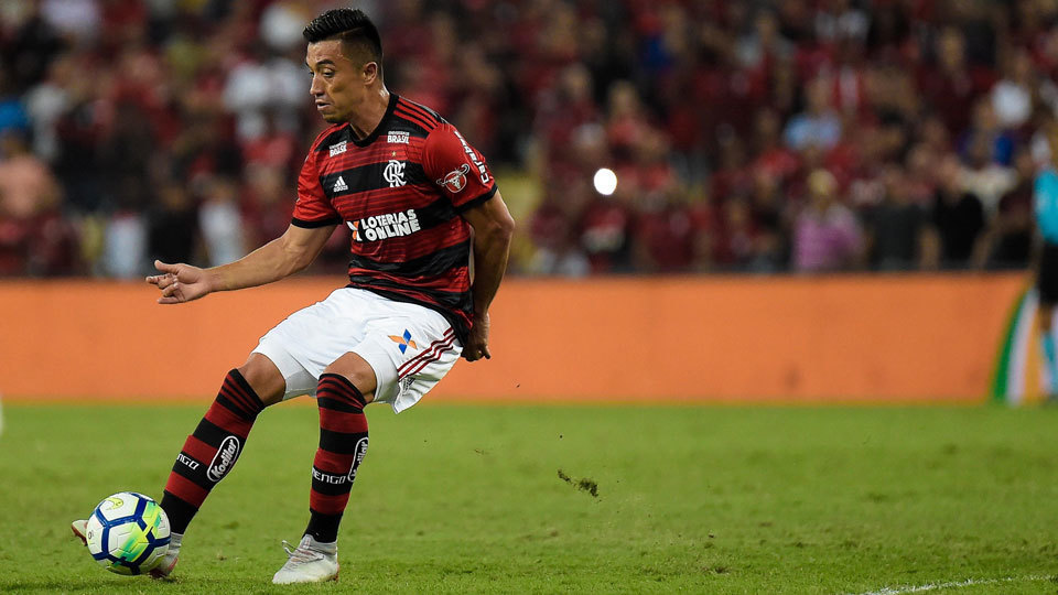 O colombiano Uribe em ação no gramado do Maracanã em Corinthians x  Flamengo 71cea7f734967