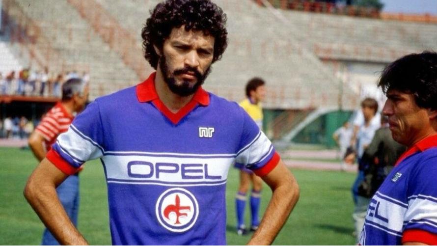 Craque do Corinthians, Sócrates teve uma breve passagem pela Fiorentina na temporada 1984/85. Sem conseguir se adaptar, foi ao Flamengo