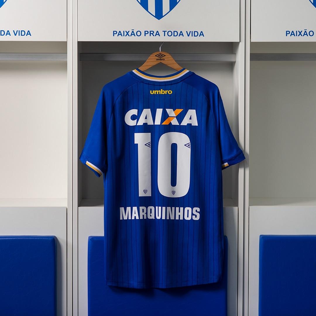 c729aa9955 Os torcedores podem adquirir os uniformes nas lojas pelo preço sugerido de  R$ 249,90. A equipe catarinense já realizará a estreia do novo manto neste  sábado ...