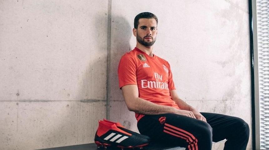 O uniforme já está à venda na loja oficial do Real Madrid na web. c0ce70425ea1d
