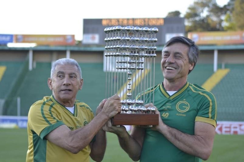 d05c78d3dd Guarani lança duas camisas especiais para celebrar 40 anos do título ...