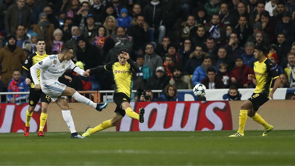 Cristiano Ronaldo chuta com chuteira Nike e veste Adidas em partida pelo  Real Madrid 8e3cc763bbd3e