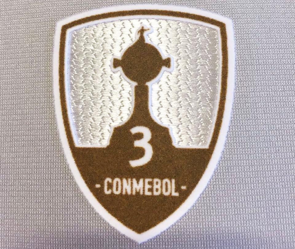 fb3c79b208 Campeões da Libertadores usarão escudo com número de títulos no ...