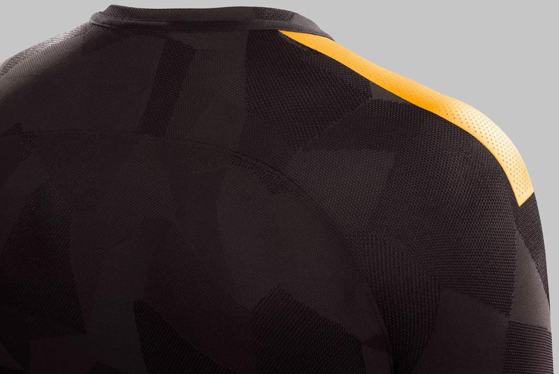 036c6a1d71 Roma inova e apresenta camisa 3 marrom para a temporada