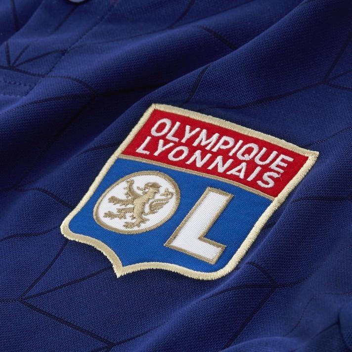 Barcelona apresenta novo uniforme 2 azul turquesa   A camisa que ... d9994746d21