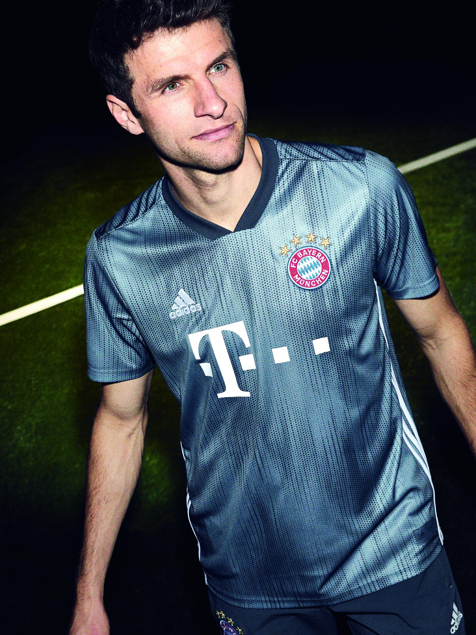 A novidade já está à venda na loja oficial do Bayern na web. b7548e12c696b