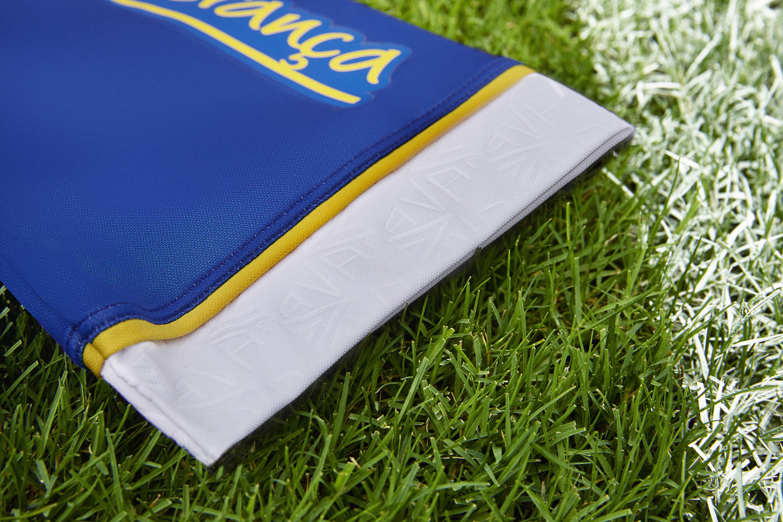 Os torcedores podem adquirir os uniformes nas lojas pelos preços sugeridos  de R  299 c20396cea5afd
