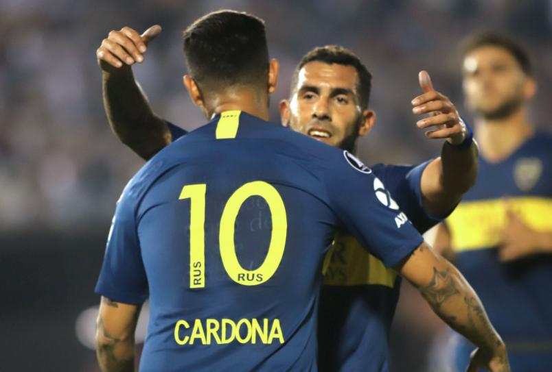 Cardona comemora gol do Boca com Carlitos Tévez  os dois terminaram a  Libertadores fora do 43bd13cf81f57