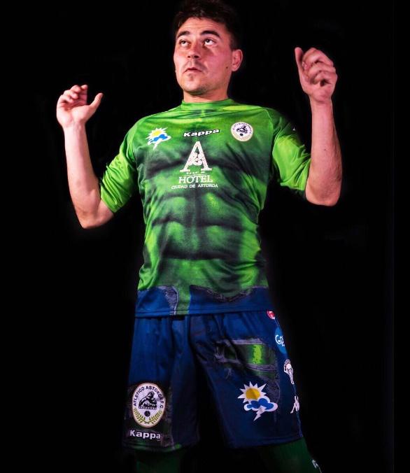 fc14eff731b6e Time espanhol inova e lança camisa inspirada no  Incrível Hulk ...