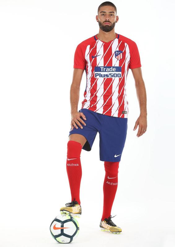 f55ad644c9 Atlético de Madri oficializa camisa 1 polêmica e também lança ...