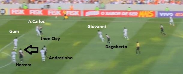 Dagoberto recuou, Antonio Carlos perdeu para Jhon Cley e Andrezinho entrou no espaço vazio para fazer o primeiro gol vascaíno.