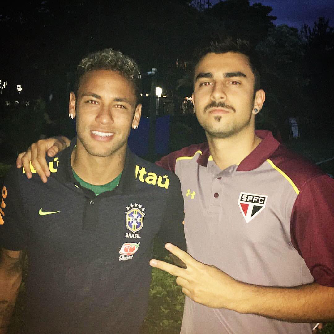 5090c51645 Neymar usa uniforme do Palmeiras por baixo da camisa da seleção ...