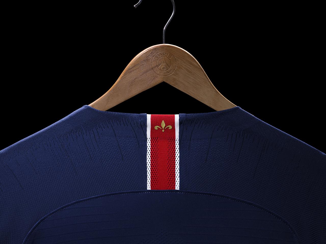 e051930278 Conselho aprova 3º uniforme azul do Santos fabricado pela Umbro ...
