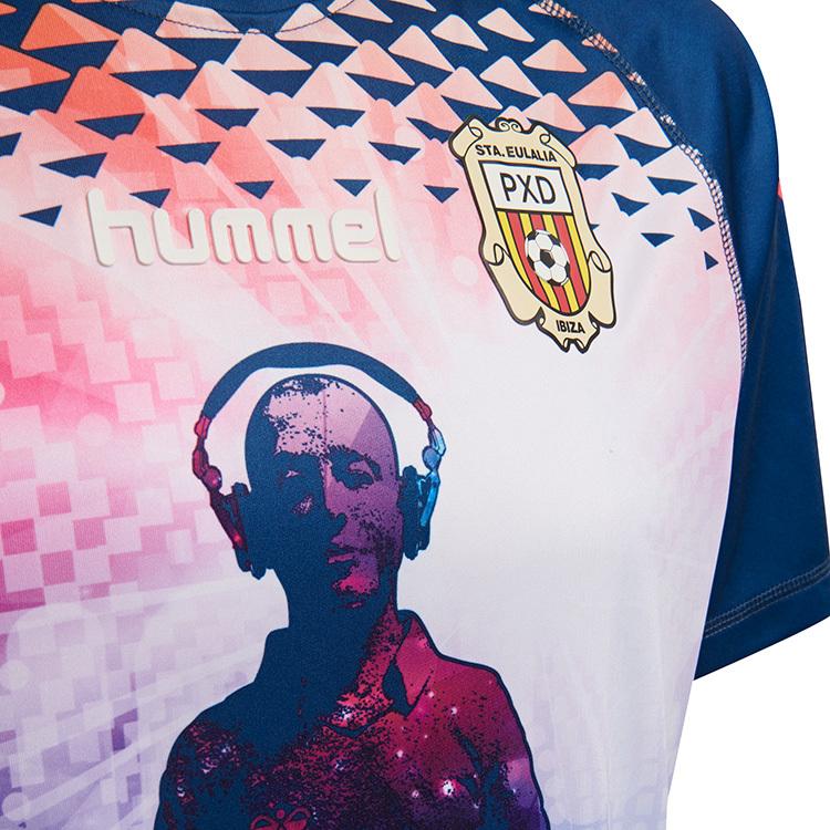 Time da 4ª divisão espanhola lança a camisa mais doida da temporada ... e7aaee31b3ed9