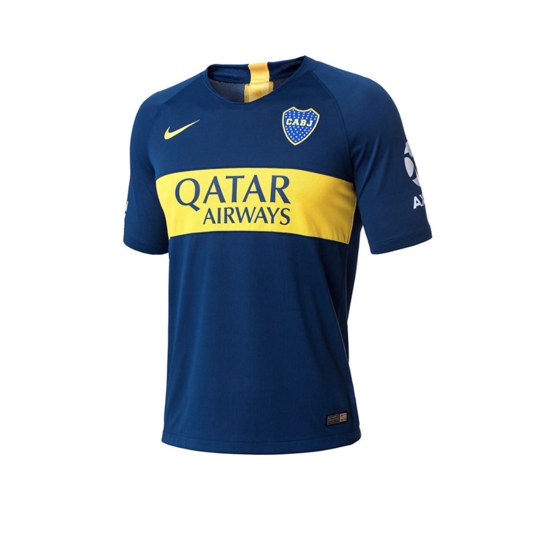 Boca Juniors lança seus novos uniformes com mudança no patrocínio ... f6b5a9396bd03