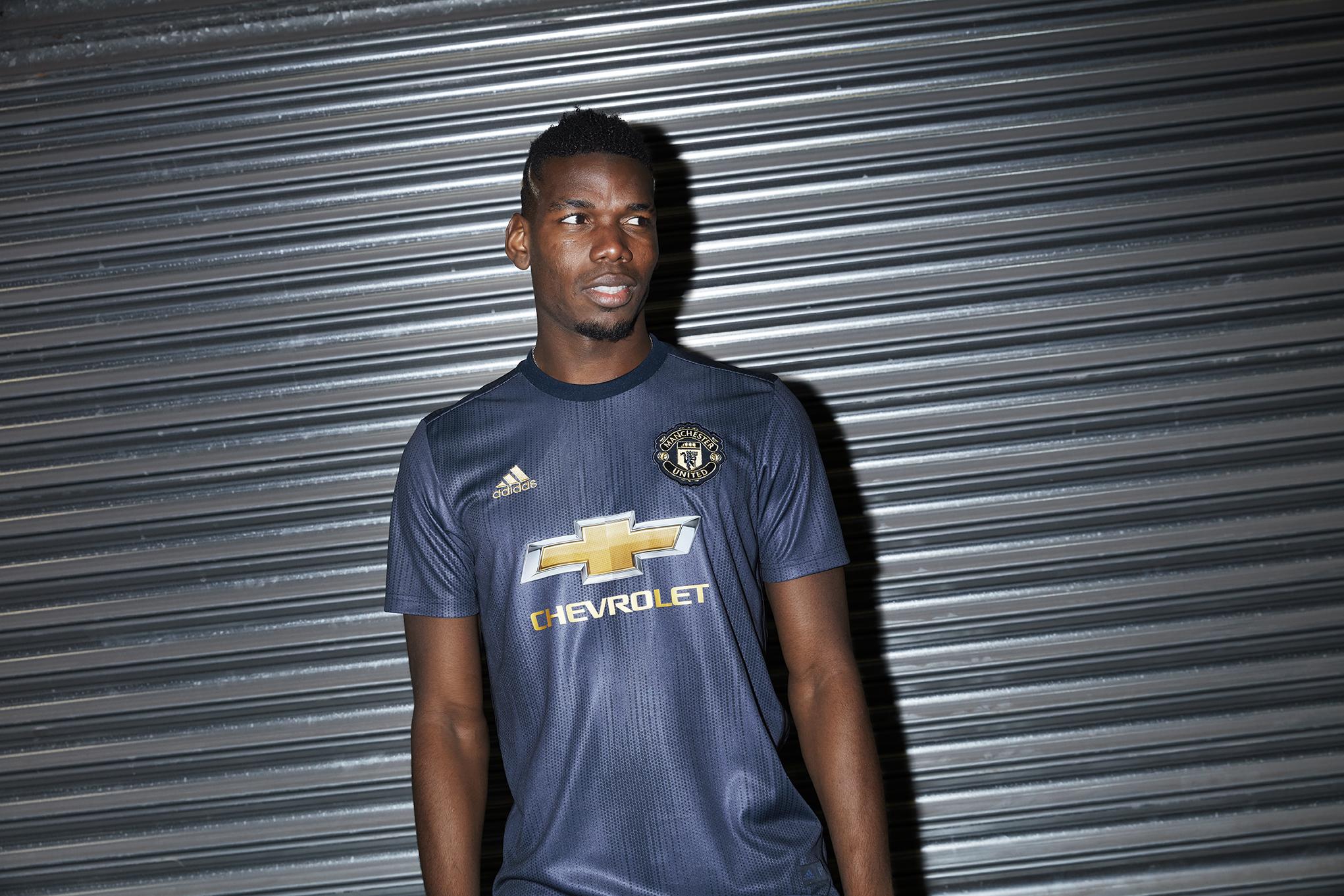 Manchester United capricha em nova camisa 3 para a próxima temporada ... 4f1771f105304