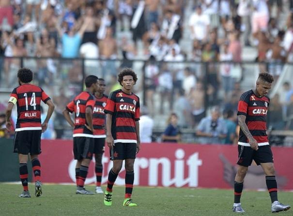 Jogadores do Flamengo na derrota para o Vasco  sem patrocínio nas costas e  nas mangas e1aca16a5c0c4