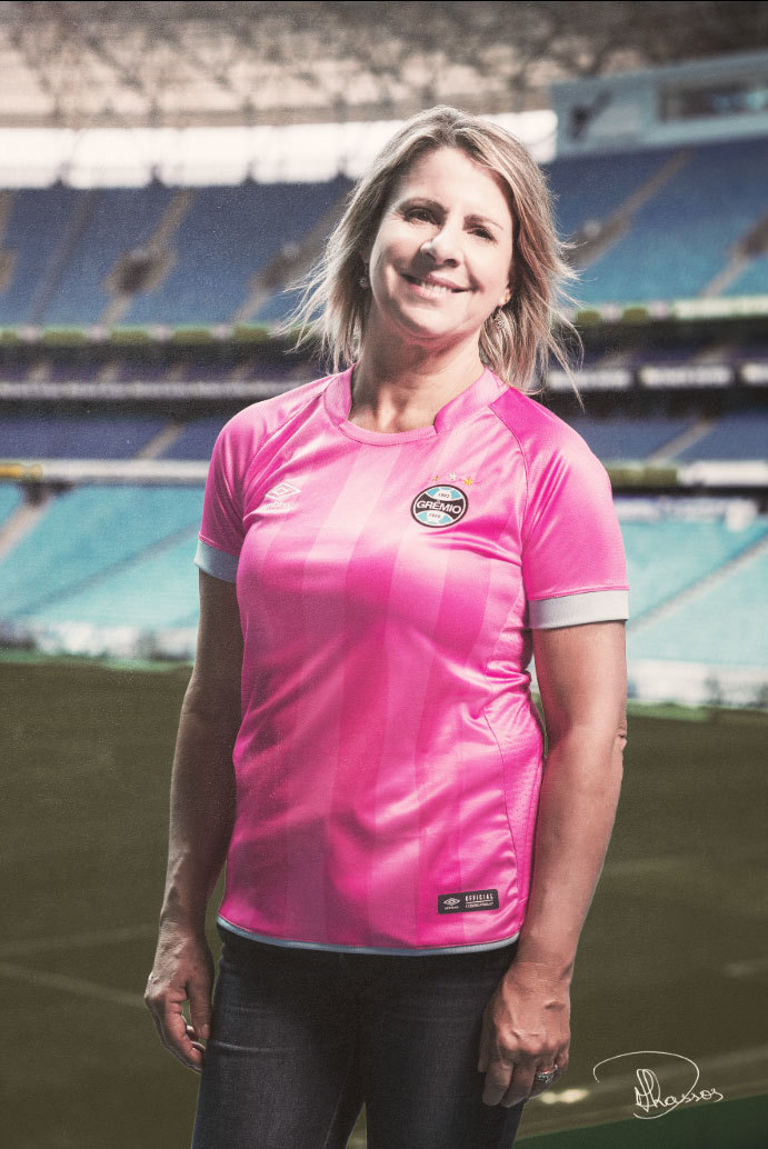 6e626e93450c6 Grêmio lança camisa rosa por campanha de prevenção ao câncer de mama ...