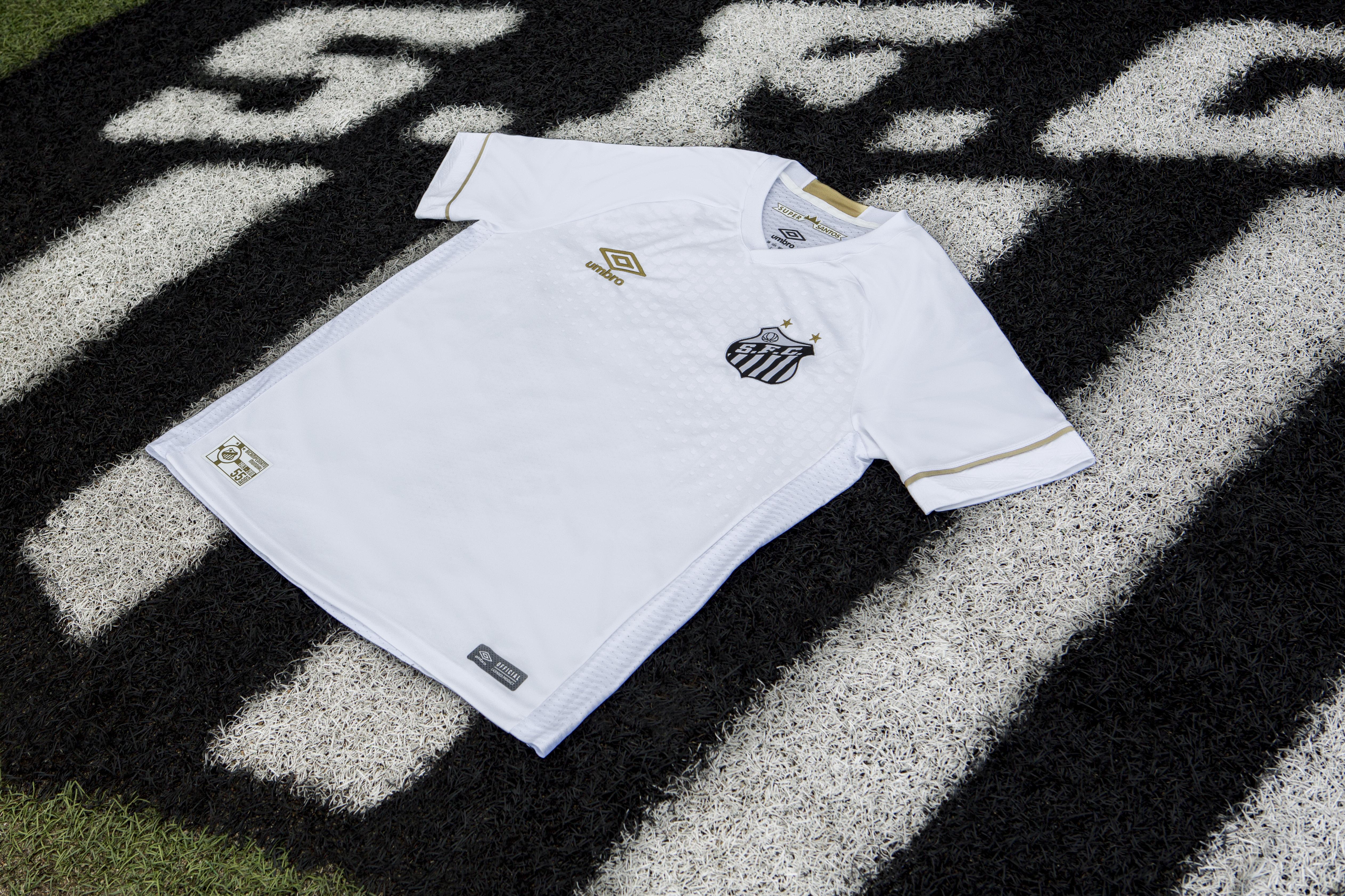 Já para camisa oficial 2 a escolha foi pelo listrado vertical preto e  branco 606ee1543d81b