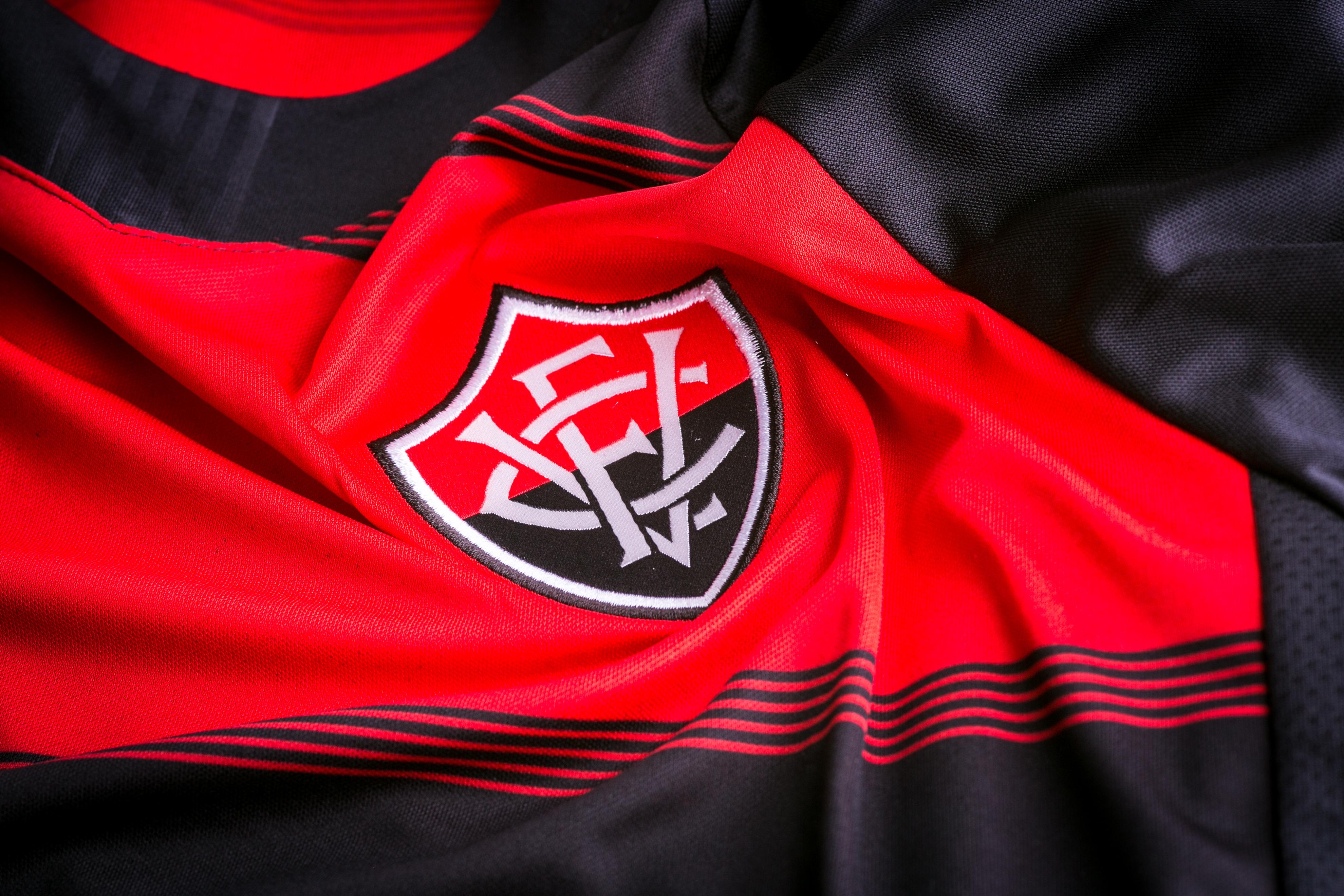 b13bf733a68ff O Vitória lançou no último domingo suas novas camisas 1 e 2 para 2018.