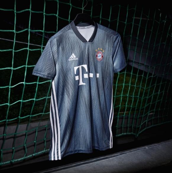 O Bayern de Munique apresentou nesta quarta-feira sua nova camisa 3. 52e5b382621c6