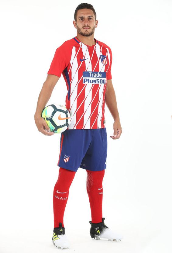 Lyon apresenta nova camisa 3 para a temporada  aa0912e3f3036